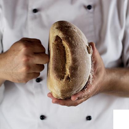 corso di panificazione di pane con la pasta madre